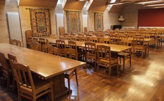 "The dining hall of Linacre College, photographed in February 2012 - picture credit: ""Trezatium"" (http://en.wikipedia.org/wiki/User:Trezatium)"